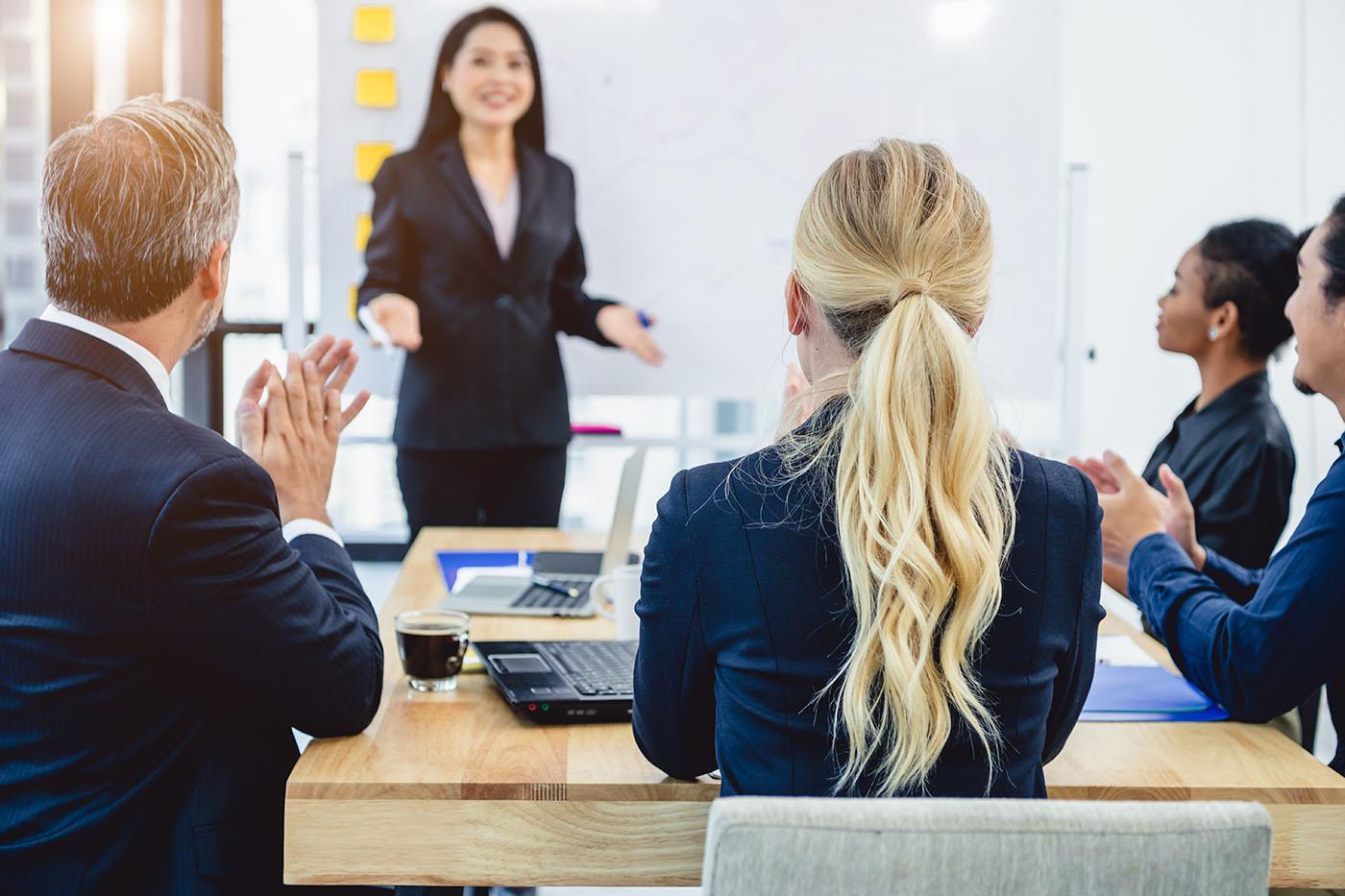 Bildungsbrücke Für Fach- und Führungskräfte - Unternehmen, die mit China kooperieren, beschäftigen oftmals keine Mitarbeiter mit speziellen kulturellen oder sprachlichen Kenntnissen.