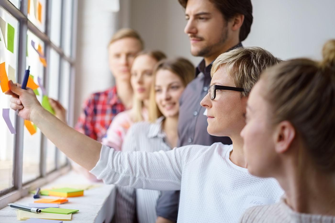Bildungsbrücke Interkulturelles Training In interkulturellen Trainings unterstützen wir unsere Teilnehmer und Teilnehmerinnen gezielt darin, ihre Kommunikation in der deutsch-chinesischen Begegnung und Zusammenarbeit zu verbessern.